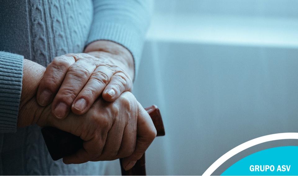 Confinamiento y personas mayores: cómo combatir la soledad