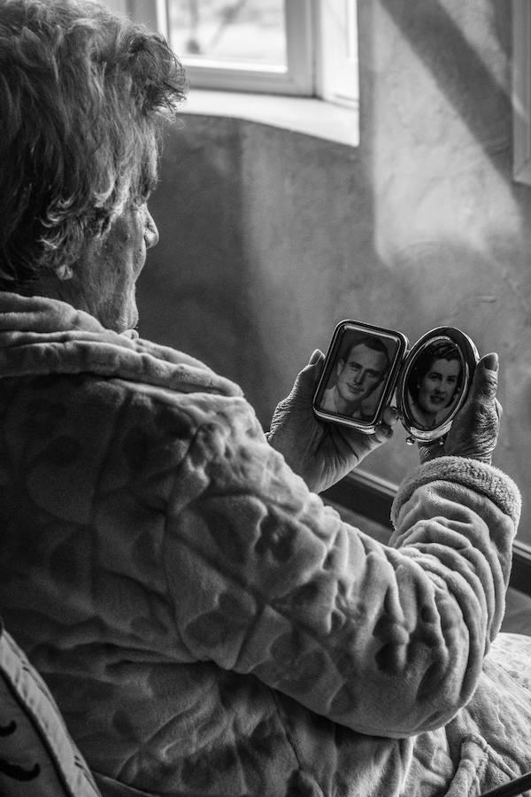 """""""Nunca es tarde para aprender"""" ganador de la III Edición del concurso de fotografía de Guadix"""
